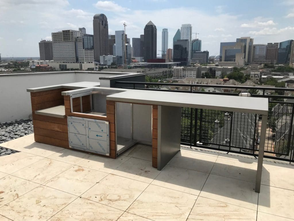 Beautiful Rooftop Outdoor Kitchen in Downtown Dallas