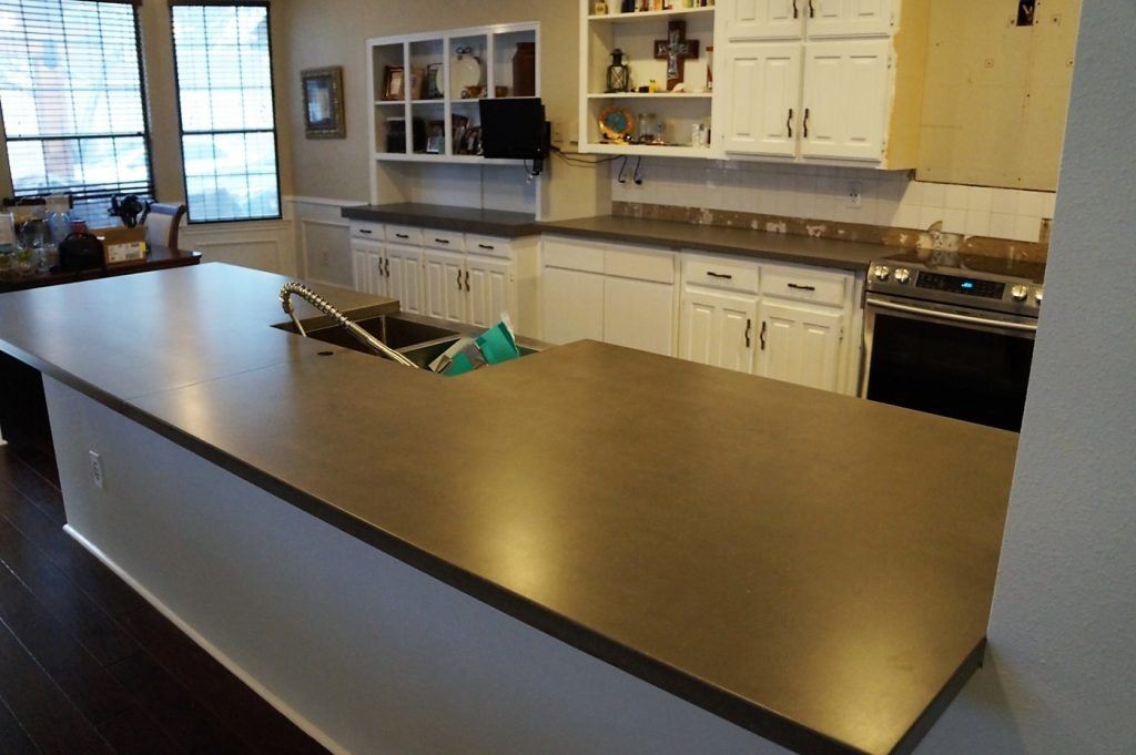 Beautiful grey concrete countertops with lots of preperation space.