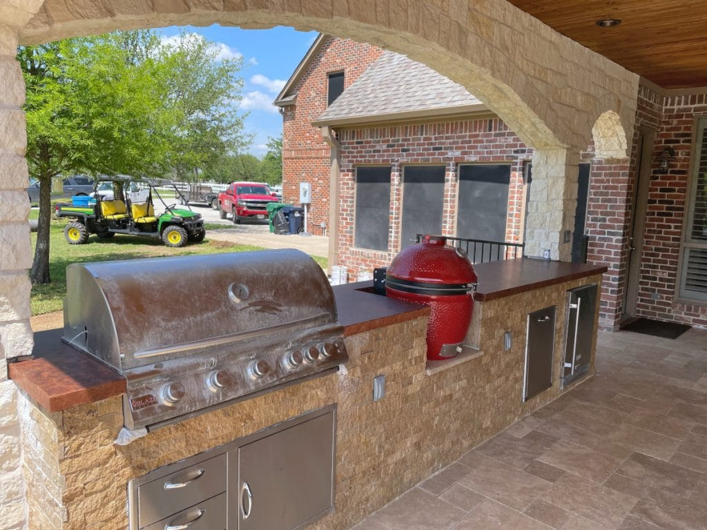 Overview picture of outdoor kitchen with custom stained concrete countertops